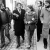 Maria Favà amb l'alcalde Pasqual Maragall passejant pel barri de Sant Andreu de Barcelona. Desembre de 1985.