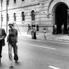 Sempronio i Maria Favà, en representació del col·lectiu professional, surten d'entrevistar-se amb el director de La Modelper interessar-se pel Josep Maria Huertas, que estava empresonat i incomunicat. 1975.